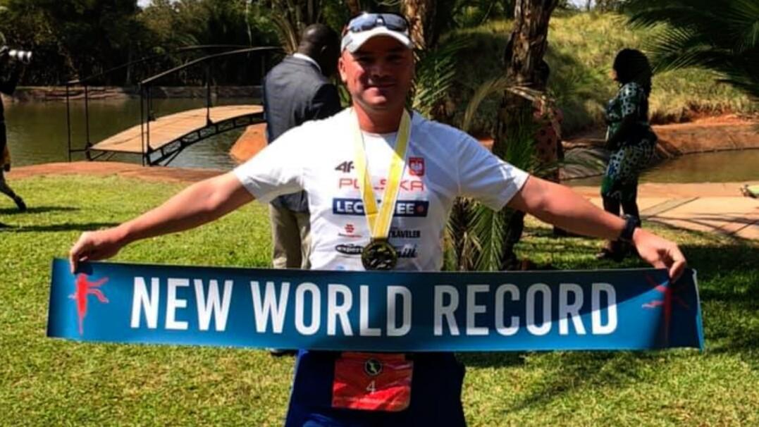 60 maratonów w 60 krajach w rok. Wojtek Machnik jest rekordzistą świata