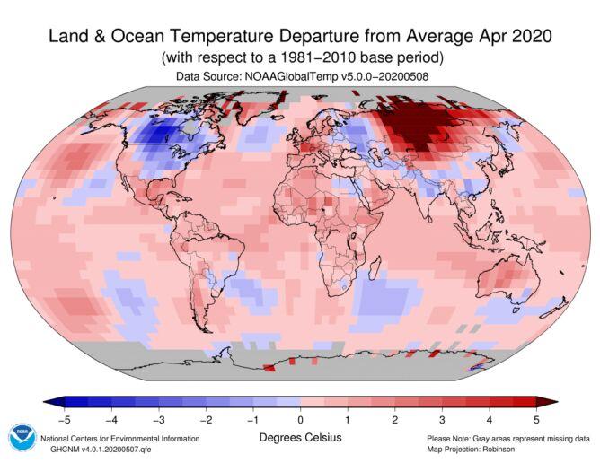 Odchylenie średniej temperatury lądu i oceanów w kwietniu 2020 od normy z lat 1981-2011 (NOAA)