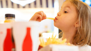 Otyłość u dzieci. Jak jej zapobiegać, jak z nią walczyć?