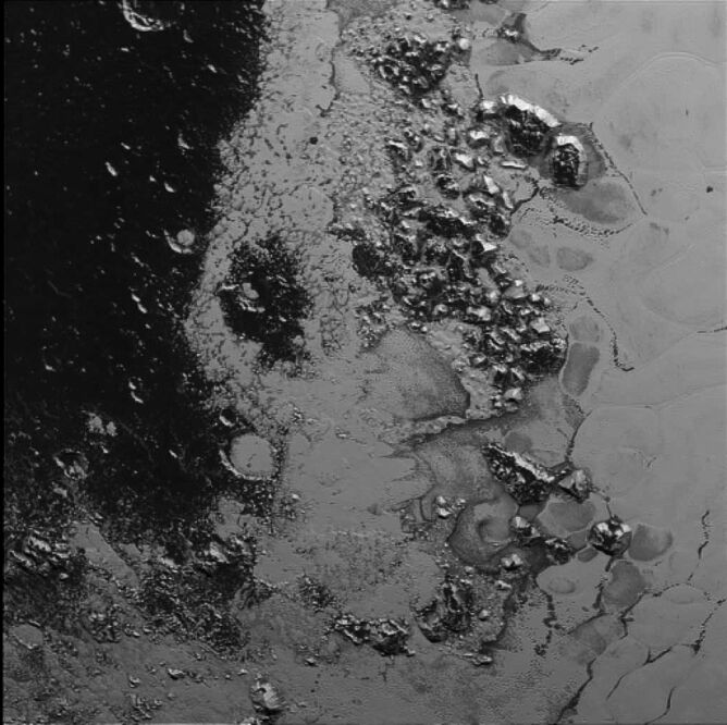 "Drugi łańcuch górski w ""sercu"" Plutona"