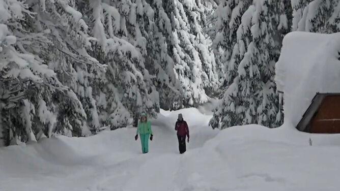 Zagrożenie lawinowe w Tatrach. <br />Na Słowacji szlaki zamknięte, w Polsce nie