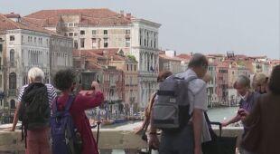 Włochy łagodzą obostrzenia epidemiczne